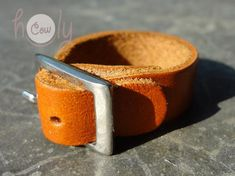 Handmade Adjustable Leather Ring Ring Leather by HolyCowproducts Leather Ring, Leather Key, Brown Leather, Cool Wedding Rings, Wedding Ring Designs, Hippie Rings, Boho Rings, Rave Outfits Men, Designer Engagement Rings