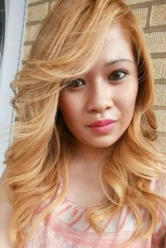 chic layered hairstyle for strawberry blonde hair
