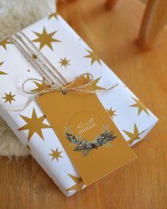 KAUNISTA JOULUA - pakettikortit toimitetaan 5 kpl setissä ja  valittavanasi on kaksi eri värivaihtoehtoa.  Yksipuoleisen kortin kääntöpuolelle voit kirjoittaa omat toivotuksesi.  Matta-pintaiset pakettikortit ovat painettu 100% kierrätyskartongille.  Suunniteltu ja valmistettu Savonlinnassa! #wrappinginspiration #giftwrapping #christmas Wrapping Papers, Gift Wrapping, Wraps, Gifts, Gift Wrapping Paper, Presents, Present Wrapping, Wrapping Gifts, Favors