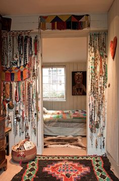I like the idea of the bed in the walk in closet and the bedroom to be the WHOLE closet.....hummmmmm.......