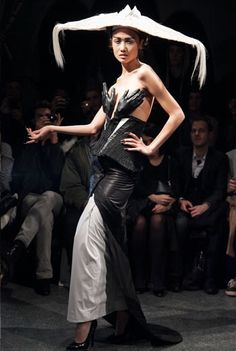 Dress hands (LOVE THE TOP HALF) with black gloves to match.