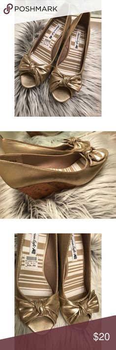 ✨New Gold American Eagle Wedges✨ Metallic gold Wedges! New never worn! Size 8.5  (Open to offers) American Eagle Outfitters Shoes Wedges