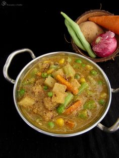 Kath Kaha Vegetarian Curry, Indian Food Recipes, Ethnic Recipes, Green Peas, Thai Red Curry, Carrots, Good Food, Beans, Potatoes