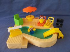 Yes!! I played with this by myself all the time. Even put water in the pool when my mom would let me.Swimming Pool #fisher_price #little_people #vintage