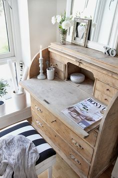 Corner Secretary Desk - Ideas on Foter Rustic Furniture, Painted Furniture, Diy Furniture, Furniture Design, Types Of Furniture, Furniture Projects, Furniture Makeover, Old Desks, Secretary Desks