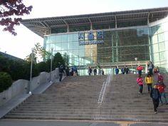 서울역 ktx  http://en.wikipedia.org/wiki/Seoul_Station