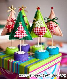 Árvores de natal feitas com feltro