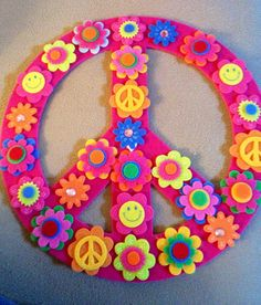 Hippie Peace Freaks ☮️ Very cool to make this in felt. Hippie Birthday Party, Hippie Party, 60th Birthday Party, Paz Hippie, Hippie Peace, Woodstock, 60s Party, Disco Party, Peace Sign Art