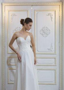 Juliette (4) Designer Wedding Gowns, Designer Gowns, Plus Size Designers, Veil, Bridal Gowns, One Shoulder Wedding Dress, High Fashion, Bride, Lace