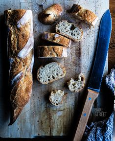 How to make easy bread, video recipe with all the detailed step by step process to make homemade bread with yeast (poolish). Small Oven, Types Of Flour, Cocinas Kitchen, Easy Bread, Pastry Cake, Dry Yeast, Bread Baking, Food Videos, The Help