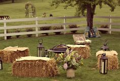 hay bales for wedding decoration | Fotografías: W. Scott Chester Photography, Krystal Mann, Meredith ...