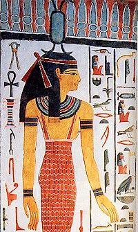 Neit, antigua diosa de la guerra y la caza, posteriormente creadora de dioses y hombres, divinidad funeraria, diosa de la sabiduría e inventora. Esposa de Seth y madre de Sobek en el Imperio Antiguo, considerada protectora del faraón, e identificada con la abeja. Protege asimismo a Osiris y a Ra con sus flechas que adormecen a los malos espíritus.