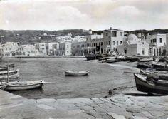 Παλιές φωτογραφίες από τις Κυκλάδες: Μύκονος Old Time Photos, Old Pictures, Mykonos Island, Vintage Photos, Greece, Black And White, Places, Islands, Boats