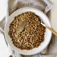 How to cook lentils perfectly (and not mushy). Lentils are small legumes loaded with plant-based protein and nutrients and they're delicious in a variety of healthy recipes. What Are Lentils, How To Cook Lentils, Lentil Recipes, Vegetarian Recipes, Healthy Recipes, Pulled Pork Chili, French Green Lentils, Plant Based Protein, Sweet Potato Recipes
