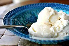 Vanilla Ice Cream Bowl for KitchenAid Easy Ice Cream Recipe, Ice Cream Recipes, Homemade Vanilla, Homemade Ice Cream, Ice Cream Desserts, Frozen Desserts, Kitchenaid Ice Cream Maker, Kitchenaid Mixer, Kitchen Aid Ice Cream