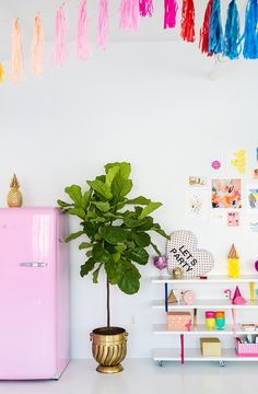 A Tour Of Studio DIY Headquarters With Kelly Lanza | theglitterguide.com