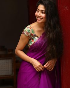 Sai Pallavi hot images and semi nude photos from latest photoshoots are sensational. Here are the hot pics of Sai Pallavi in bikini, saree, and jeans. South Indian Actress, Beautiful Indian Actress, Beautiful Actresses, South Actress, Sai Pallavi Hd Images, Blue Saree, Bollywood Saree, Bollywood Fashion, Indian Beauty Saree