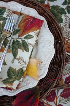 Sweet Something Designs: Fall Leaf Tablescape