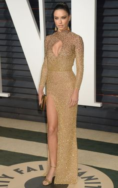Adriana Lima attends the 2017 Vanity Fair Oscar Party hosted by Graydon Carter at Wallis Annenberg Center for the Performing Arts on February 26, 2017 in Beverly Hills, California.