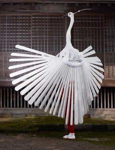 CHARLES FRÉGER9島根縣津和野町的鷺舞,是神社的奉納舞,有興趣的話可以按此:鷺舞(出雲大社奉納舞・完全收録版)