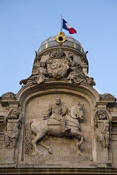 Lyon, Fronton de l'Hôtel-de-Ville Aragon, Lyon City, Lyon France, France Travel, Architecture, France, Souvenirs, Europe, Flags
