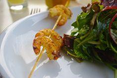 Brochette de crevette à l'ail... à la plancha! Olives, Shrimp, Bubbles, Chicken, Meat, Cooking, Barbecue, Food, Prawn Shrimp