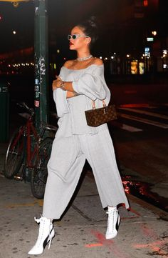 "rihanna-infinity: "" September 22: Rihanna out in NYC """