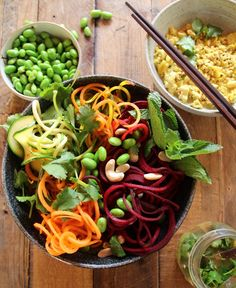 Rainbow Pad Thai Salad with Tofu Scramble. Raw vegan and so deliciously fresh and healthy.