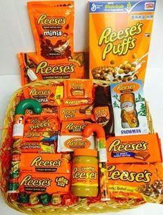 Reeses Hamper DIY Christmas Baskets for Teens Diy Christmas Baskets, Homemade Christmas Gifts, Homemade Gifts, Cute Gifts, Craft Gifts, Diy Gifts, Holiday Gifts, Christmas Crafts, Christmas Presents For Dad
