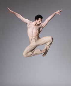 Polish-born Piotr Stanczyk trained at the State Ballet School of Poznan before studying at Canada's National Ballet School. He joined The National Ballet of Canada in 1998 and was promoted to Principal Dancer in Figure Drawing Reference, Anatomy Reference, Body Study, Fighting Poses, Male Ballet Dancers, Anatomy Poses, Figure Photo, Anatomy Study, Figure Poses