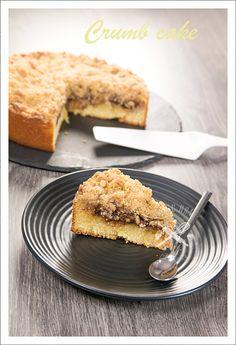 """Vous aurez remarqué, c'est temps-ci je suis dans ma période crumble. J'adore le nouveau livre de Eva Harlé """"Crumb cake"""", c'est une vraie mine d'or et je vous le conseille vraiment. Ingrédients pour un gâteau de 24 cm de diamètre: Pour le gâteau: 3 œufs..."""