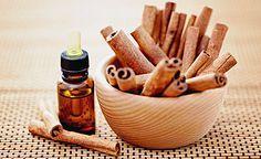 (Zentrum der Gesundheit) – Zimtöl kann aus nur zwei Zutaten sehr leicht selbst hergestellt werden: Aus Zimt und Öl. Im Zimtöl befinden sich die fettlöslichen Wirkstoffe des aromatischen Zimts. Wird das Zimtöl täglich tropfenweise genutzt, kann man interessante gesundheitliche Effekte erzielen. Die fünf Top-Wirkungen von Zimtöl sowie eine Anleitung zur Herstellung von Zimtöl stellen wir Ihnen heute vor.