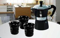 Espressokeitin 3 + 3 kuppia, musta, moka express    Tyylikäs musta Bialetti Moka Express -setti on upea lahja hyvän kahvin ystävälle! Settiin kuuluu tyylikäs musta kolmen kupin Bialetti Moka Express -espressokeitin ja kolme design-espressokuppia.