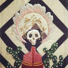 Workin on the satin stitch:) #fiberart #needlecraft #makersmovement #dslooking #handmade #handembroidery #madeinla #embroidery #skull #mementomori #cactus