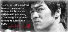"""""""Para mí, el fracaso es mayormente temporal... El fracaso solamente me dice que estoy haciendo algo mal; es el camino que lleva al éxito y a la verdad."""" (Bruce Lee)"""