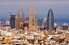 Barcelona es la ciudad capital de la comunidad autónoma de Cataluña en España y de España segunda ciudad más poblada, con una población de 1,6 millones