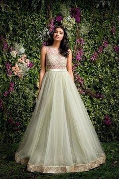Indo Western Modern Gowns For Indian Wedding Reception Indian Wedding Gowns, Indian Gowns Dresses, Indian Fashion Dresses, Dress Indian Style, Prom Dresses, Anarkali Dress, Red Lehenga, Lehenga Choli, Frock Design