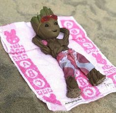 Tagged with funny, comics, aww, wow, groot; baby groot on the beach Realistic Cartoons, Groot Guardians, I Am Groot, Avengers Wallpaper, Black Panther Marvel, Galaxy Art, Cute Pokemon, Marvel Art, Cute Disney