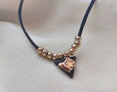 #Gypsy is back in style 🔥 #bismuthjewelry #bismuthcrystal #bismuth #crystaljewelry #crystalnecklace #crystalpendant #geometric #crystal #healingcrystal #crystalhealing #metaphysicalmetal #altarstone #reiki #reikihealing #statementnecklace #gypsyfashion #bohofashion