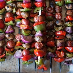 Simple yet so delicious these veggie skewers are super flavorful and perfect for your of July weekend! Barbecue Recipes, Grilling Recipes, Vegan Barbecue, Picnic Recipes, Grilled Peppers And Onions, Stuffed Peppers, Vegetable Side Dishes, Vegetable Recipes, Veggie Side