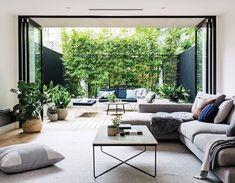 Gaaf zo'n achterpui....buiten binnen en andersom....zo is de tuin echt een verlenging van je huis!