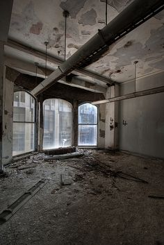 Abandoned St Louis Skyscraper by TunnelBug, via Flickr