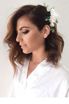 These Are The Most Stunning Short Hairstyles for Your Wedding Day: Curled Lob with Pinned-Back Side