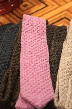 Tom Ford knit ties - i kind of like it. One Skein Crochet, Crochet Art, Guy Style, Knit Tie, Crochet Fashion, Tom Ford, Knitting Patterns, Crafting, Mens Fashion
