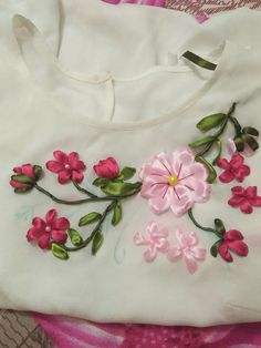 Ribbon Embroidery Tutorial, Border Embroidery Designs, Kurti Embroidery Design, Hand Embroidery Flowers, Silk Ribbon Embroidery, Hand Embroidery Patterns, Embroidery On Kurtis, Embroidery On Clothes, Embroidery Works