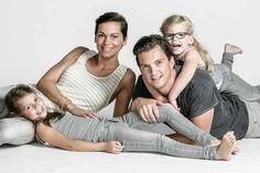 Studio Family Portraits, Family Portrait Photography, Outdoor Family Photography, Photography Gallery, Studio Family Photography, Urban Family Pictures, Family Photos, Couple Photos, Family Picture Poses