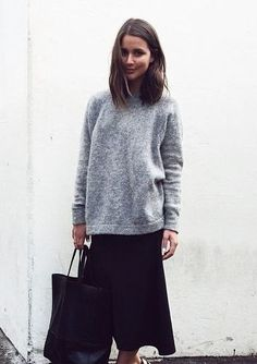 grey sweatshirt // tote // midi // strappy // Sara Donaldson // Harper and Harley Looks Style, Style Me, Printemps Street Style, Street Looks, Normcore, Look Girl, Minimal Chic, Minimal Classic, Classic Style