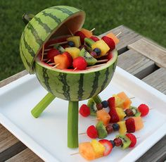 Watermelon Grill with Fruit Kabobs Make a watermelon centerpiece that's functional and edible. Add some fruit kabobs and you've got a BBQ grill that will thrill. Watermelon Centerpiece, Watermelon Carving, Carved Watermelon, Cute Food, Good Food, Yummy Food, Awesome Food, Fruit Recipes, Cooking Recipes