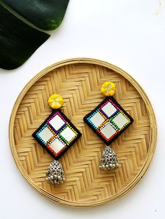 As you go on your fashion jewelry making journey, you'll discover that you will frequently encounter wires. Precious jewelry makers, the creative lot, have actually discovered many methods to integrate them in pieces in different ways. Diy Fabric Jewellery, Fabric Earrings, Thread Jewellery, Diy Earrings, Earrings Handmade, Tassel Earrings, Diy Necklace, Bridal Earrings, Statement Earrings