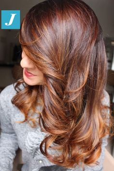 A red hair tone that I like - rote Frisuren Red Burgundy Hair Color, Hair Color Auburn, Hair Color And Cut, Auburn Hair, Brown Hair Colors, Auburn Brown, Light Auburn, Front Hair Styles, Curly Hair Styles